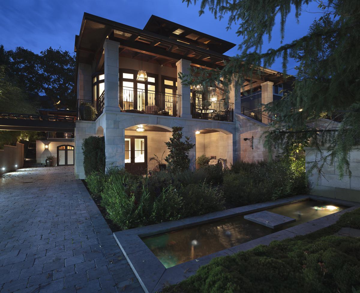 Dundarave Residence