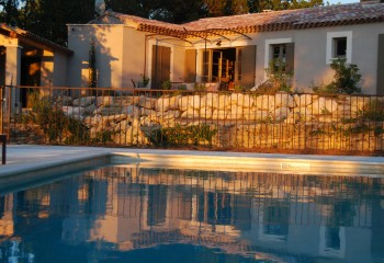 pool-at-sunset_big-350x240 Oppede, France